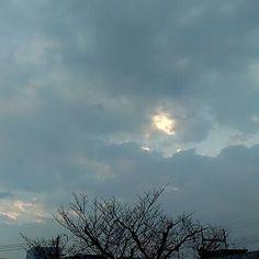 おはようございます雲の多い朝です薬のせいか目眩がするんで今日はおとなしく休みます #sky #cloud #空 #雲 #イマソラ #goodmorning #おはよう