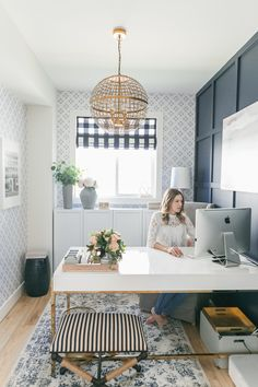 Bright Navy und Blush Home Office. Urban Walls Wal … – – Home Office Wallpaper Decor, Home Office Desks, Home Office Decor, Classic Wood Desk, The Home Edit, Interior, Small Workspace, Home Decor, Office Design