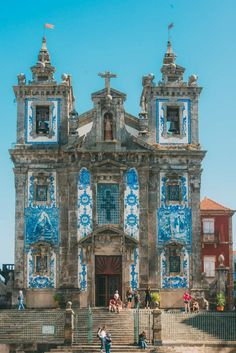 14 Fantastic Things To See In Porto - Portugal There are so many fantastic and amazing things to see in Porto. I'd even go as far as saying it's is one under-rated Portuguese gem! Scratch that! This 'under-ratedness' (not a real word ? Faro Portugal, Visit Portugal, Spain And Portugal, Portugal Travel, Portugal Trip, Porto Portugal Beach, Lisbon Portugal, Spain Travel, Places To Travel