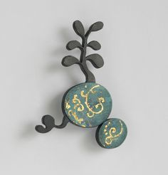 FLOREAT, brooch, 2011, silver, patina, leaf gold, enamel paint, 60 mm  Melitina Balabin