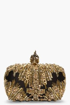 ALEXANDER MCQUEEN Gold Lace Punk Skull Glory Embroidered Box Clutch This is more of an art piece than anything else for me. Mcqueen so accurately described everyday objects as more than they are. Fashion Bags, Fashion Accessories, Alexander Mcqueen Clutch, Or Noir, Clutches For Women, Mode Blog, Casual Styles, Katie Holmes, Gold Lace
