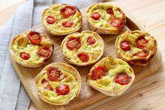 Receita super simples. Basta cortar círculos nas tortillas, colocá-los em forminhas de muffins. Esta... - Silvia Santucci