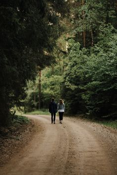 Estonian couple walking in the forest, holding hands. Forest Photography, Couple Photography Poses, Iphone Wallpaper Landscape, Woodlands Cottage, Couple Holding Hands, Cute Couples Kissing, Country Walk, Couples Walking, Walk In The Woods