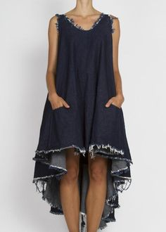 Draped, frayed denim dress - pair with white linen pants and a statement necklace. Denim Fashion, Look Fashion, Fashion Design, Estilo Denim, Mode Jeans, Mode Plus, Denim Ideas, Maxi Robes, Recycled Denim