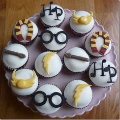Simple yet elegant Harry Potter Cupcakes. Save a Golden Snitch for me!