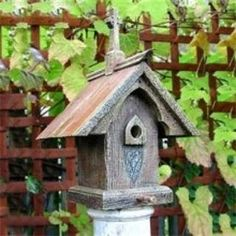 Buy the Heart & Eagle 1401 celtic bird house from Homeclick at the discounted price of $227.43 - free shipping over $99!