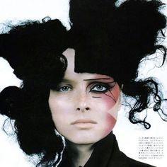 BLACK FRIDAY BEAUTY⚡️⚡️⚡️ Serving a little archival allure, here's some MAJOR #METALMORPHOSIS005 ICONIC eyeliner inspiration from @voguejapan September 2001! Hair by @juliendys ⚡️⚡️⚡️ #makeupbypatmcgrath #patsarchives