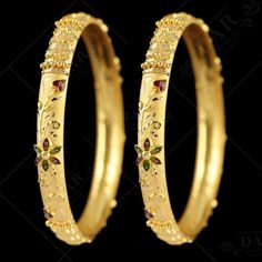 Plain Gold Bangles, Solid Gold Bangle, Gold Bangles Design, Gold Earrings Designs, Gold Jewellery Design, Necklace Designs, Gold Jewelry, Gold Designs, Gold Necklace