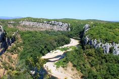 Gorges Chassezac. Gorges Chassezac form an impressive canyon with steep cliffs forming a barrier between the Massif Central and the Cevennes. At the exit of the gorge, Mazet-Plage offers wonderful bathing corners. © A. Louche - Fotolia.com