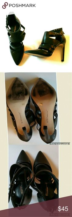 """Bcbgeneration canon black heels 6 Very good, clean condition. Toe portion and heel is composed of snakeskin looking pattern made of leather. Rest is smooth leather.   About a 4"""" heel or so.  ?? ships in 1 day Reasonable offers &?welcome Clean smoke free home  No trades BCBGeneration Shoes Heels"""