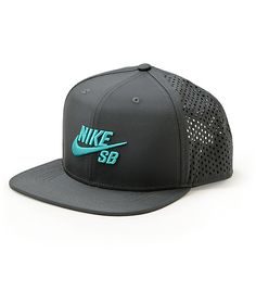Keep your dome comfortable and your style on point with a green raised Nike SB Swoosh embroidered on an anthracite crown with breathable back mesh panels. Nike Sb, Shoes Nike Adidas, Nike Tights, Nike Joggers, New Nike Shoes, Nike Leggings, Sneakers Nike, Nike Inspiration, Outfits