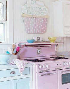 Incredible Diy Ideas: Southern Vintage Home Decor Farmhouse Style vintage home decor victorian chairs.French Vintage Home Decor Shabby Chic vintage home decor living room mantles.Vintage Home Decor Shabby Furniture. Cute Kitchen, Vintage Kitchen, Vintage Stove, Retro Stove, Real Kitchen, Awesome Kitchen, Country Kitchen, Cupcake Kitchen Decor, Cupcake Signs