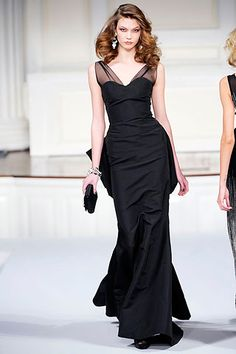 Celebrities who wear, use, or own Oscar De La Renta Fall 2010 Black Gown. Also discover the movies, TV shows, and events associated with Oscar De La Renta Fall 2010 Black Gown. Couture Fashion, Runway Fashion, High Fashion, Fashion Show, Fashion Design, Ny Fashion, Fashion Hair, Dress Fashion, Latest Fashion