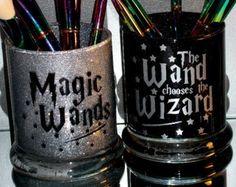Harry Potter Zauberstab Make-up Pinsel Halter Set Sie anpassen! Harry Potter Bathroom, Harry Potter Makeup, Harry Potter Wand, Wand Makeup Brushes, Makeup Jars, Diy Makeup, Fall Makeup, Makeup Geek, Paint Brushes