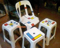 Estas son mis viejas sillas de plástico, pintadas al estilo Mondrian.  These are my old plastic chairs, painted Mondrian style. Decoupage Furniture, Recycled Furniture, Cool Furniture, Painted Furniture, Mondrian, Brown Leather Recliner Chair, Fire Pit Table And Chairs, School Decorations, Painted Chairs