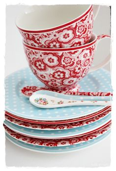 Teacup Selma Red for a bright start of the day every morning. #lillestore #selmared #greengate #teacup #kitchen