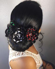By @ PrettyHStyle3029 #l6deseptiembre #cincodemayo #verdeblancoyrojo #trenza #trenzado #peinado #chignon #flowerbraid #hairstyle #followmeinistagram
