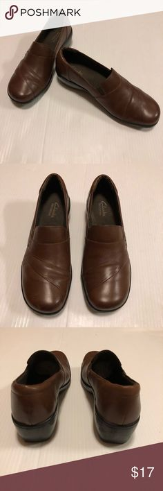 Clarks Bendables Brown Leather Shoes, size 8 Clark's Bendables Brown Leather Shoes, size 8M. These awesome shoes have a genuine leather upper with a padded footbed and synthetic sole with very minimal wear as shown in photos. Grab these at a fraction of the retail price! (971) Clarks Shoes Flats & Loafers