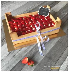 Wedding Cake Recipes 58793 The strawberry crate Wedding Cake Table Decorations, Dessert Decoration, Cake Table Birthday, Cake Recipes, Dessert Recipes, Cake Decorating Videos, Number Cakes, Weird Food, Food Cakes