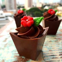 Image about food in Chocolate Heaven 🍫 by * 🎀 𝒵𝒾𝑔 𝒵𝒶𝑔 𝒵𝒾𝓅𝓅𝓎 𝟣𝟪𝟪𝟦 🎀 * Chocolate Art, Chocolate Lovers, Mini Desserts, Delicious Desserts, Eid Cookies Recipe, Baking Recipes, Dessert Recipes, Chocolate Decorations, Dessert Buffet