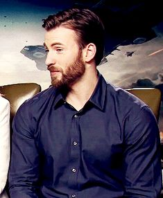 That adorable expression!!!! Oh, Chris Evans!!!