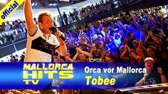 """Tobee mit """"Orca vor Mallorca"""", seinem Hit für den Mallorca Sommer 2013 auf dem Bierkönig Partyboot in Köln. Tobee heizt der Menge richtig ein und das Musikvideo zu """"Orca vor Mallorca"""" ist auf YouTube ein richtiger Renner. http://MallorcaHitsTV.de"""