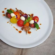 Heirloom tomato, bocconcini, cauliflower chip, basil and balsami dressing. By @lvin1stbite via @PhotoAroundApp. Use #chefsplateform to get featured!#foodstyle#food#foodie#foodpic#hungry#instafood#eat#eating#gourmet#foods#yum#yummy#ikea#chefstalk#foodgasm#foodstagram#foodporn#chef#culinary#truecooks#nestle#healthyfood#migros#repost#fresh#foodphotography#tasty#delicious#healthy#hungry Gourmet Recipes, Gourmet Foods, Healthy Recipes, Cauliflower Chips, Avocado Mousse, Heirloom Tomatoes, Food Presentation, Food Porn, Tasty