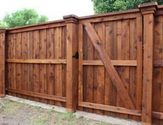 Wood Fence Styles Ideas [Best of Wood Fence Designs] Wood Fence Gates, Wood Privacy Fence, Wood Fence Design, Privacy Fence Designs, Diy Fence, Fence Ideas, Pergola Ideas, Gate Ideas, Pergola Kits