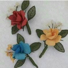 This Pin was discovered by Ser Needle Lace, Crochet Flowers, Free Pattern, Diy And Crafts, Fabric, Handmade, Jewelry, Key Chains, Scrappy Quilts
