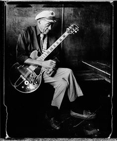 Singer/songwriter Chuck Berry is photographed for Esquire Magazine on November 10 2011 at Blueberry Hill in St Louis Missouri CREDIT MUST READ Danny. Missouri, Blues, Great Photographers, Music Photo, Music Guitar, Esquire, My Favorite Music, Film Photography, Rock N Roll
