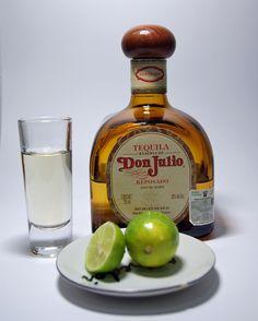 betooochas: Botella de Tequila por: Alberto Castañeda Valencia.