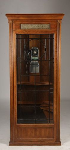 ILLUMINATED OAK TELEPHONE BOOTH VINTAGE PHONE : Lot 442