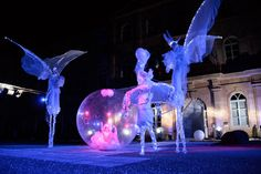 Stilts and sphere talents-productions.fr