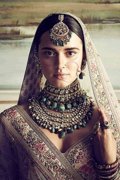 The Indian bride is synonymous with many things, and Indian bridal jewellery is certainly one of them! If you're gearing up for your wedding, check out these jewellery pieces for inspiration on what to buy! Pakistani Bridal Jewelry, Indian Bridal Fashion, Indian Bridal Lehenga, Indian Wedding Jewelry, Indian Wedding Outfits, Sabyasachi Lehenga Bridal, India Wedding, Silver Jewellery Indian, Silver Jewelry