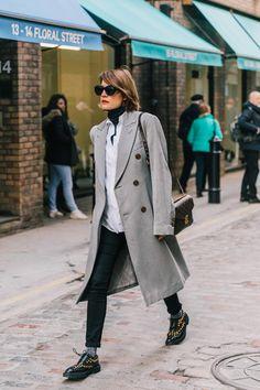 304d93fa3bc LFW FALL 18/19 STREET STYLE II #womensfashionstyleclassic Fashion Week,  Fashion Outfits,