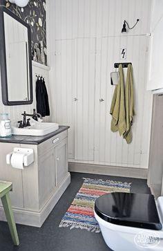 A farmhouse style Scandinavian bathroom with a vintage inspired black toilet seat . Black Toilet, Small Toilet, New Toilet, Bathroom Toilets, Laundry In Bathroom, Bathrooms, Serene Bathroom, Scandinavian Bathroom, Swedish House