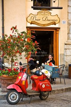 The Bar Duomo, Pasticceria and Gelateria, Piazza Duomo, Cefalu, Sicily, Italy. Chuck Pefley Photography