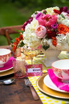 Perfect color combination! Love this table decor <3