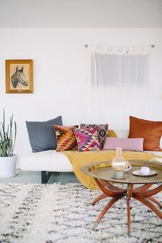 joshua tree saguaro hideaway photo by taryn kent for gunn & swain featuring vintage turkish kilim pillows
