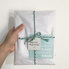 🍃 Misses Dreamer Papelaria ( Creative Gift Wrapping, Creative Gifts, Gift Packaging, Packaging Design, Clothing Packaging, Pen Pal Letters, Gift Wraping, Box Design, Diy Gifts