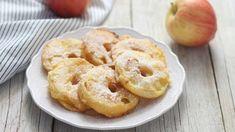 Superbes beignets de pommes frits à tomber par terre - TonMag Onion Rings, Bagel, Doughnut, Mille, Bread, Fruit, Ethnic Recipes, Desserts, Succulents
