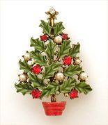 Hollycraft Christmas Tree Pin Enameled Holly Leaves Rhinestone Berries www.rubylane.com