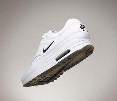 Nike Sportswear postanowiło przywrócić oryginalne Air Max 1 Jewel w wydaniu premium i kolorystyce Black Diamond. Kliknij i zobacz gdzie je kupić!