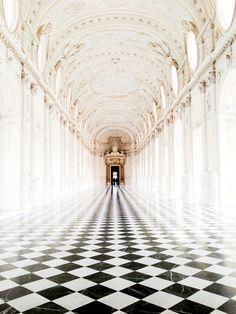 Castle in france (Diamond shaped tiles, for kitchen...!!) Klassieke elementen, de zuilen, en de soort van koepel vormende ronde plafond