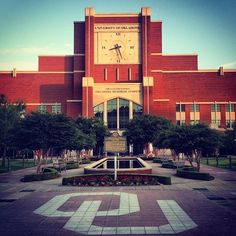 Nice spring evenings + OU's beautiful campus = one of our all-time favorite things! Boomer!!