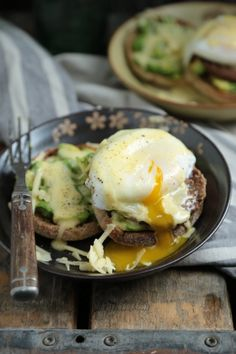 Avocado Benedict with White Cheddar Hollandaise - www.countrycleaver.com