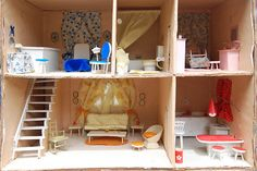 This particular maileg dollhouse is surely an inspirational and first-class idea Popsicle Stick Crafts, Popsicle Sticks, Craft Stick Crafts, Crafts For Kids, Paper Crafts, Diy Crafts, Homemade Dollhouse, Diy Dollhouse, Dollhouse Furniture