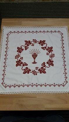 'Osterdecke gestickt' von Chris H. Faith Crafts, Baby Cross Stitch Patterns, Catholic Crafts, Altar Decorations, Diy And Crafts, Embroidery, Crochet, Creative, Sauerkraut