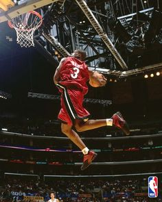 Dwyane Wade Now thats a dunk I Love Basketball, Basketball Players, Basketball Jones, Famous Sports, Hometown Heroes, Bring The Heat, Dwyane Wade, Sports Activities, Sports Photos