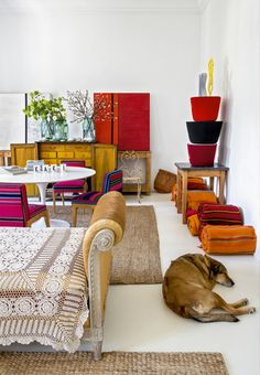 While looking for interesting inspirations and interiors for our next travel in Spain I discovered this amazing Bohemian interior in Madrid. Bohemian Interior, Luxury Interior, Boho Apartment, Madrid Apartment, Interior Bohemio, Maximalist Interior, Global Decor, Paint Colors For Living Room, Design Blog